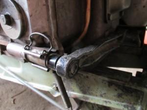 クランクを回す工具