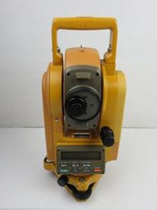 トプコン(TOPCON)製の測量機器