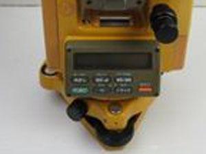 トプコン(TOPCON)製の測量機器 表示パネル