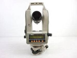ニコン製の測量機器 本体正常