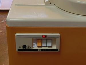 餅つき機 電源ボタン