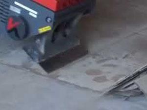 床材剥がし機 刃の摩耗