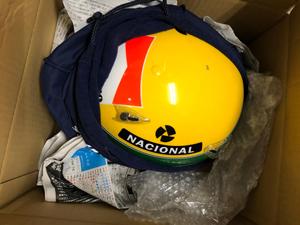 アイルトンセナ ヘルメット 梱包