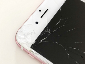 iPhone ヒビ 亀裂