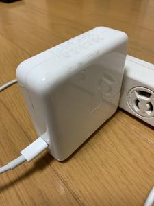 充電中 電源ケーブル 熱くなる